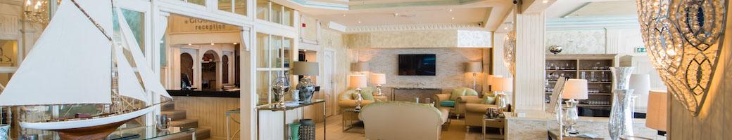 El Oceano Hotel a la Playa, Restaurante, Salon de Belleza y Salon de Martini entre Marbella y La Cala de Mijas en la Costa del Sol, Espana