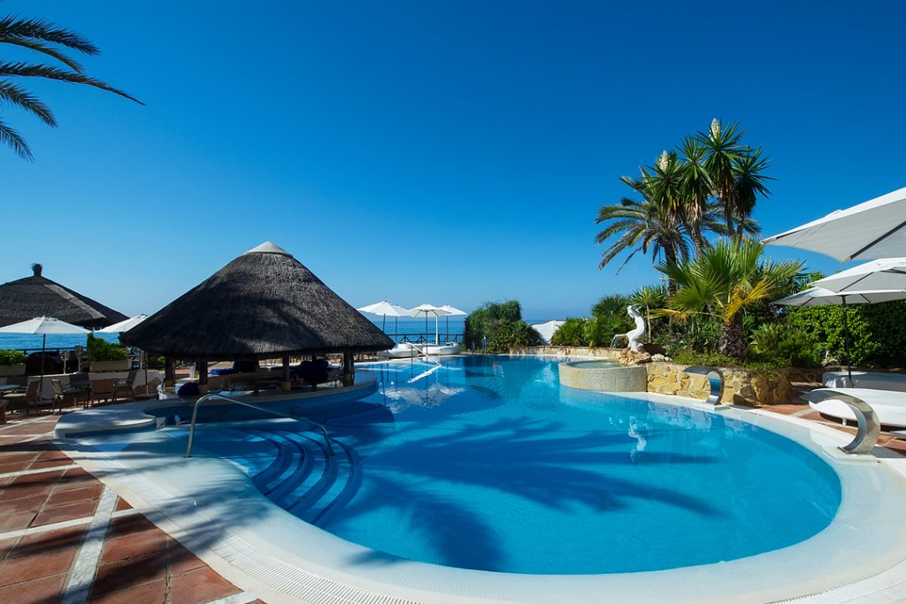 Outdoor Pool Bar - Facilities at El Oceano Beachfront Hotel between Marbella and La Cala de Mijas