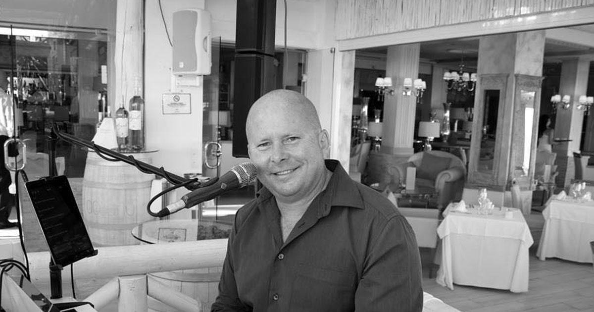 Johnny Baker - Dining Entertainment at El Oceano Restaurant, Mijas Costa feat
