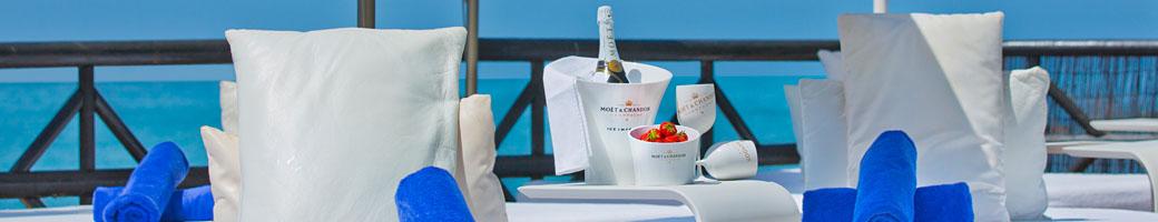 The 2017 Holiday Season Begins at El Oceano Hotel, Restaurant, Beauty Salon and Cocktial Lounge on Mijas Costa, Costa del Sol, Spain