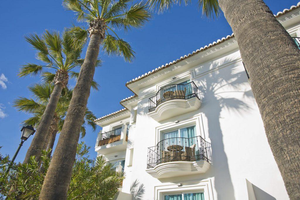 Luxury Self Catering Studio Apartments at El Oceano Beach Hotel Feat01